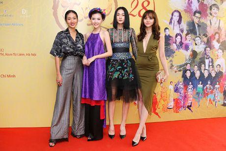 Hoa hau Ngoc Duyen dien ao yem di su kien - Anh 8
