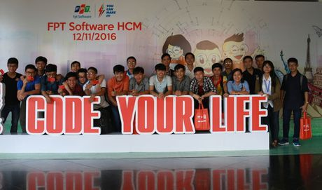 Sinh vien cong nghe hao hung voi su kien 'Code Your Life' - Lap trinh cuoc song - Anh 1