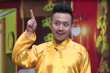 Tran Thanh buot mieng tu nhan la 'Thanh cho dien' khi bi don ep tren san khau - Anh 1