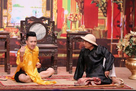 Tran Thanh buot mieng tu nhan la 'Thanh cho dien' khi bi don ep tren san khau - Anh 2