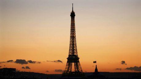 Vu khung bo Paris mot nam ve truoc xay ra nhu the nao? - Anh 1