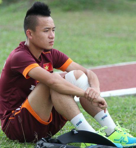 HLV Huu Thang loai 5 cau thu truoc khi du AFF Cup - Anh 1