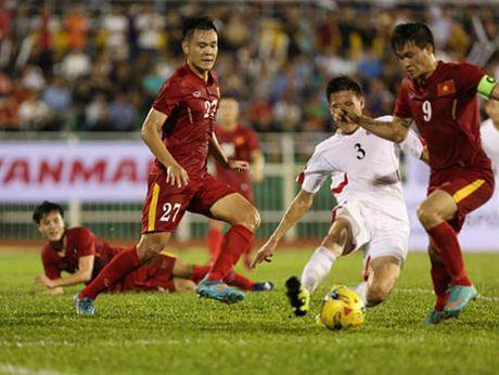 HLV Huu Thang loai 5 cau thu truoc khi du AFF Cup - Anh 2