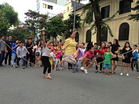 Tro choi dan gian ben ho Guom - Anh 1