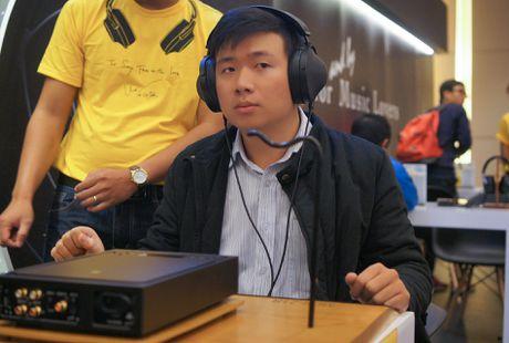 Tai nghe 'chat' tran ngap tai trien lam am thanh di dong HN - Anh 6