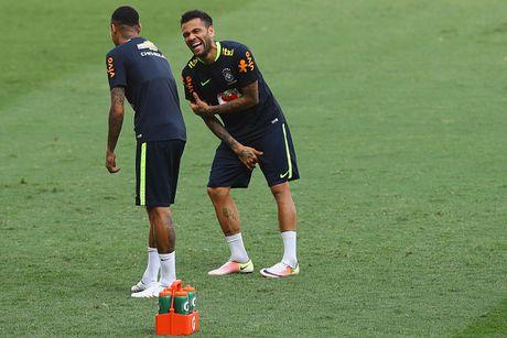 Neymar tro lai tap luyen sau khi sut tung luoi Argentina - Anh 7