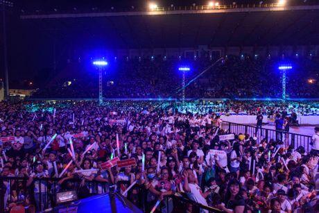 Live show Noo hut hon 30.000 khan gia, 2 trieu luot xem - Anh 1