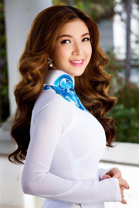 Pham Thanh Thao tre trung voi ao dai trang - Anh 2