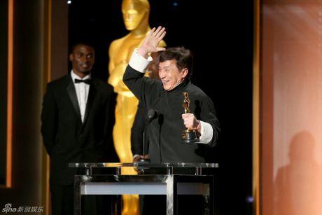 Thanh Long tu hao khi nhan giai Oscar sau nhieu lan tai nan - Anh 2