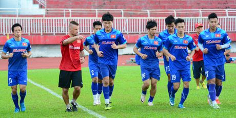 Cong Phuong lang le tap di bong, dut diem - Anh 4