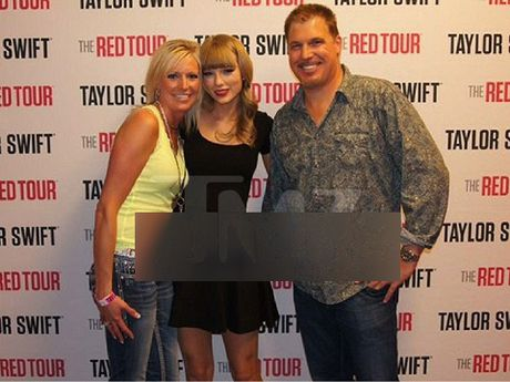 Lo anh chup khoanh khac Taylor Swift bi 'tan cong tinh duc' - Anh 1