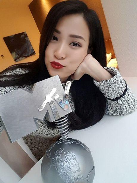 Dong Nhi nho be tai MTV EMA: thoi dung mo nua! - Anh 1