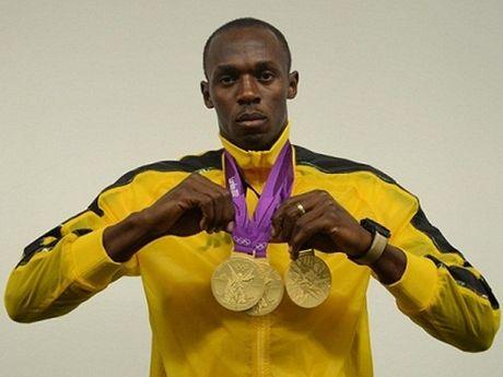 Usain Bolt tap luyen voi Dortmund, cho khoac ao... Man United - Anh 1