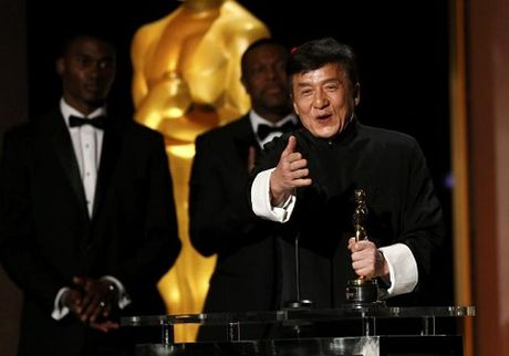 Thanh Long lan dau cham tay vao tuong Oscar sau nua the ky dong phim - Anh 1