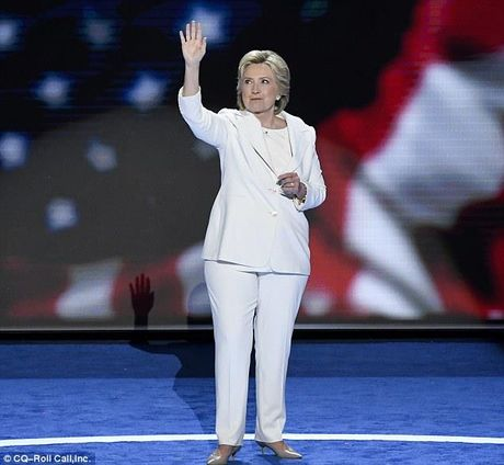 Ba Hillary Clinton nhan duoc nhieu hon sau khi that bai - Anh 2