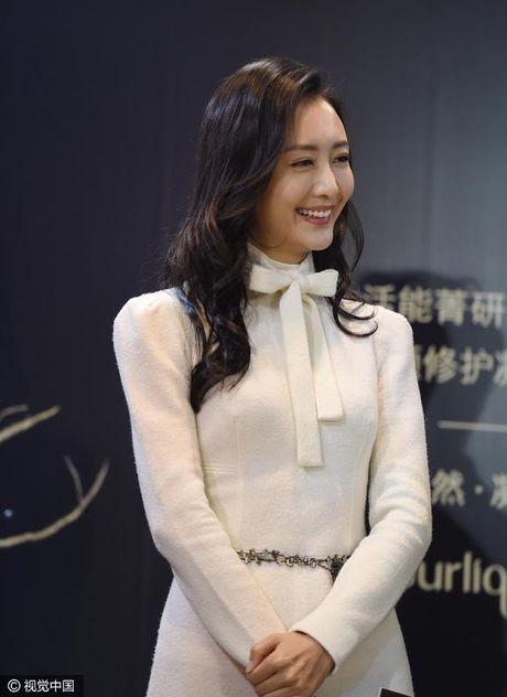 'Nguoi tinh' Luu Khai Uy xuat hien tuoi roi sau scandal ngoai tinh - Anh 4