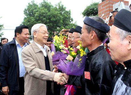 Tong Bi thu du Ngay hoi Dai doan ket toan dan toc tai thon Phat Tich - Anh 2