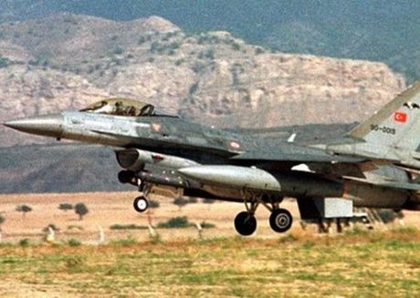 Syria: Tho Nhi Ky khong kich 15 muc tieu o al Bab de danh bat IS - Anh 1