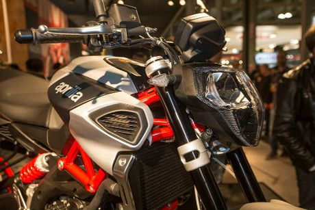 2017 Aprilia Shiver xuat hien 'ghenh chien' Ducati Monster - Anh 7