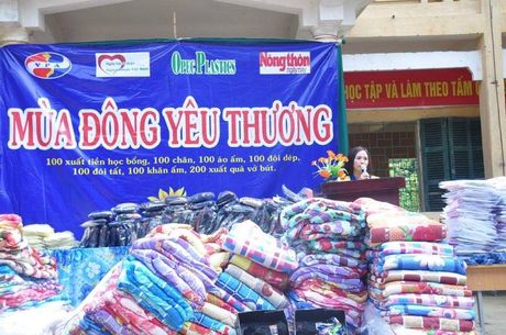 Hang tram suat qua am dau dong den voi hoc sinh ngheo - Anh 2