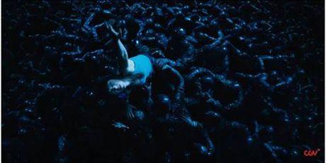 'Bieu tuong goi cam' Scarlett day boc lua trong phim hanh dong - Anh 3