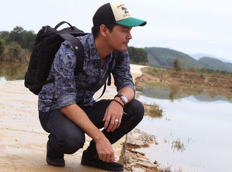 MC Phan Anh tro lai mien Trung xay be boi cho hoc sinh - Anh 1