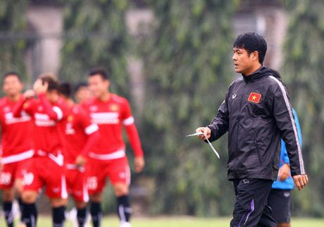 Huu Thang noi gi sau khi loai 5 cau thu truoc them AFF Cup 2016? - Anh 1