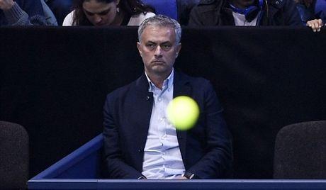 Xem quan vot giai khuay, Mourinho to ra than thiet voi Pique - Anh 1