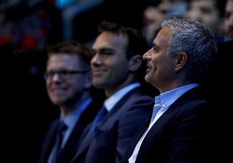 Xem quan vot giai khuay, Mourinho to ra than thiet voi Pique - Anh 4
