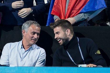 Xem quan vot giai khuay, Mourinho to ra than thiet voi Pique - Anh 6