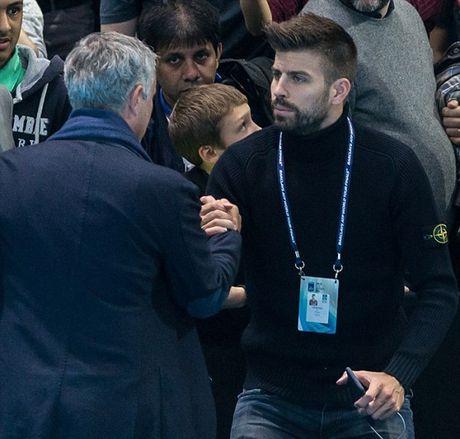 Xem quan vot giai khuay, Mourinho to ra than thiet voi Pique - Anh 7