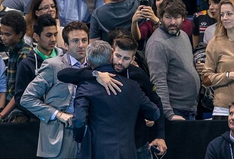 Xem quan vot giai khuay, Mourinho to ra than thiet voi Pique - Anh 8