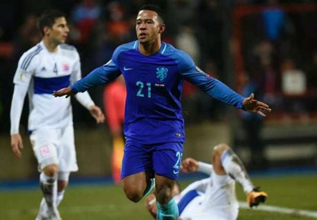 Memphis Depay toa sang o tuyen, fan Man United mung ron - Anh 1