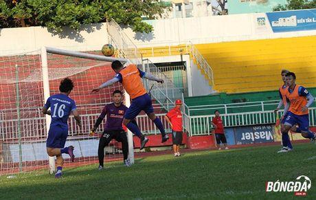 Thay tro Huu Thang luyen bai tu truoc khi len duong tham du AFF Cup 2016 - Anh 4