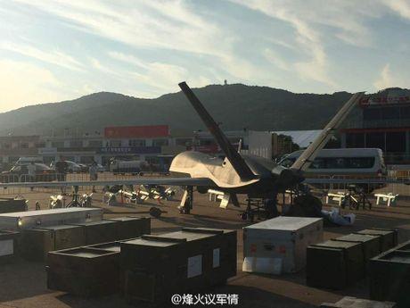 Den UAV Avenger cung bi nhai, My bo tay voi Trung Quoc - Anh 3