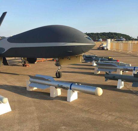 Den UAV Avenger cung bi nhai, My bo tay voi Trung Quoc - Anh 4