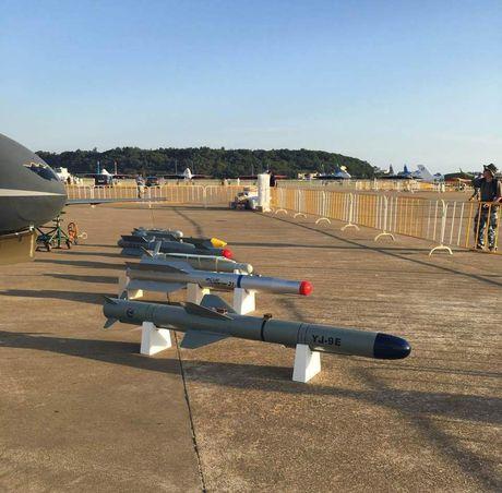 Den UAV Avenger cung bi nhai, My bo tay voi Trung Quoc - Anh 6