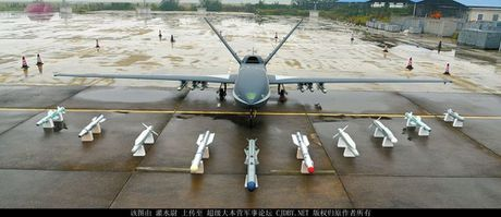 Den UAV Avenger cung bi nhai, My bo tay voi Trung Quoc - Anh 8