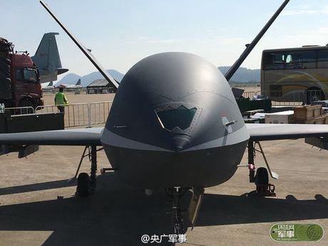 Den UAV Avenger cung bi nhai, My bo tay voi Trung Quoc - Anh 9