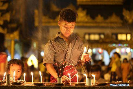 Kham pha le hoi anh sang truyen thong o Myanmar - Anh 1
