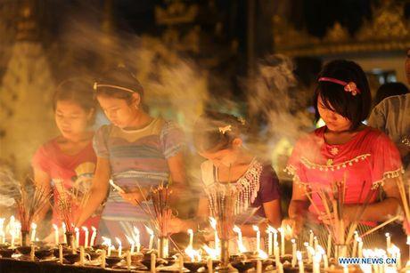 Kham pha le hoi anh sang truyen thong o Myanmar - Anh 3