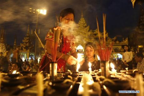 Kham pha le hoi anh sang truyen thong o Myanmar - Anh 4