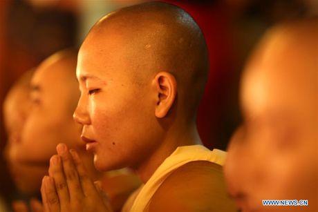 Kham pha le hoi anh sang truyen thong o Myanmar - Anh 6