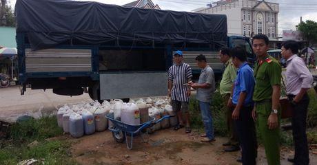 Bat giu hon 3.000 lit mo heo thoi tai Phu Quoc - Anh 1