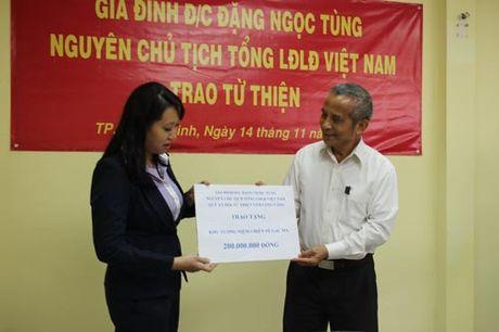 Trao 740 trieu dong cho Quy Tam long vang - Anh 1