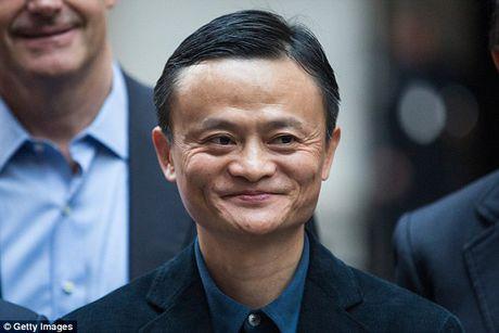 Jack Ma tai tro toan bo hoc phi cho cau be co guong mat giong minh - Anh 2