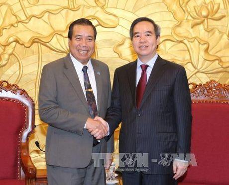 Dong chi Nguyen Van Binh tiep Doan Ban Phat trien nong thon Lao - Anh 1