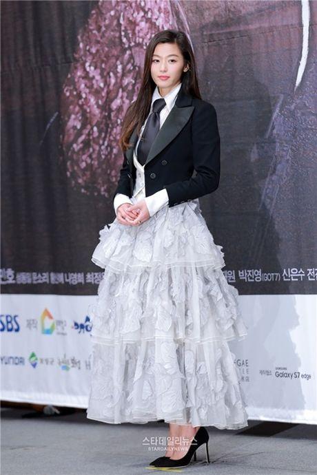 'Nguoi ca' Jun Ji Hyun bi che mac xau - Anh 3