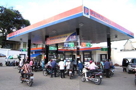 Doanh thu Petrolimex giam 22% nhung loi nhuan tang 60% - Anh 1
