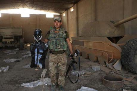 IS dung xe tang bang go de quyet chien voi quan doi Iraq o Mosul - Anh 2